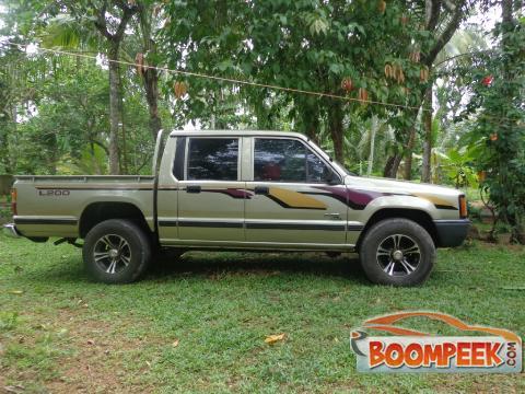 mitsubishi l200 cab pickup truck for sale in sri lanka ad id cs00009966. Black Bedroom Furniture Sets. Home Design Ideas
