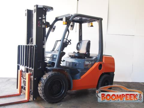 Toyota  62-8FD30  ForkLift For Sale